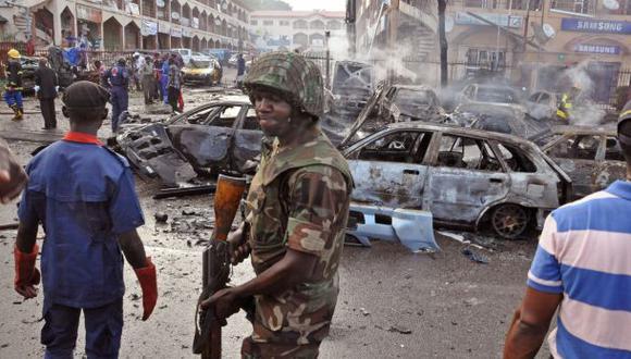 Atentado con coche bomba en Nigeria mata al menos 15 personas