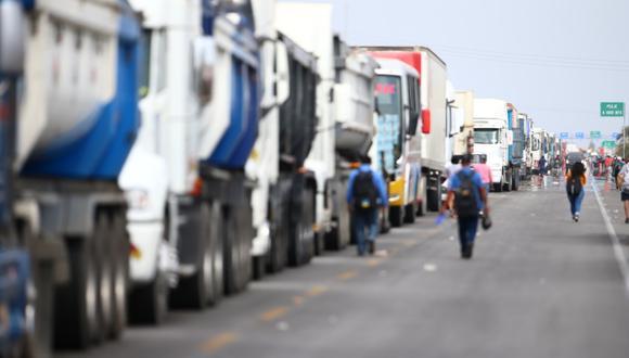 Bloqueo de la Panamericana Sur por trabajadores de agroexportadoras. (Foto: Hugo Curotto / GEC)