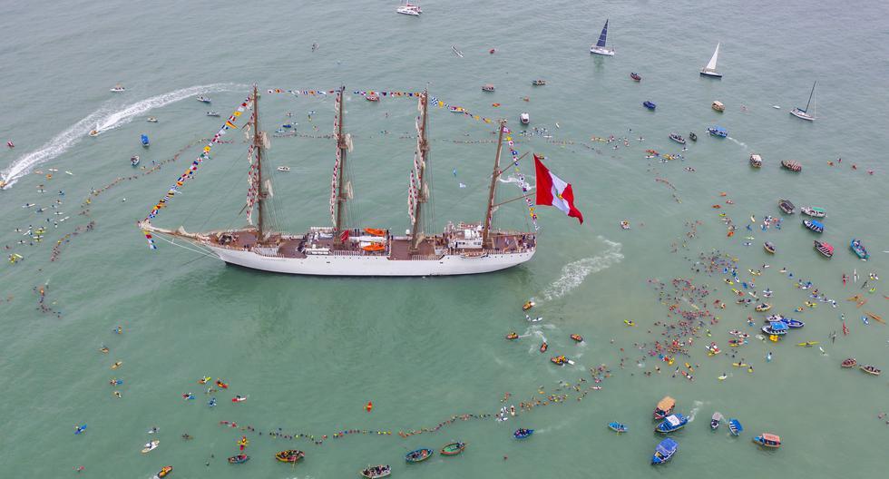 Las tomas aéreas publicadas en este artículo pertenecen a la trucha Ana Elisa Sotelo. Nadadores, deportistas de diversas especialidades y oficiales de la Marina a bordo del Unión se reunieron el 29 de junio para homenajear la nave y la confraternidad entre los peruanos.
