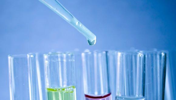 Imagen referencia de tubos de ensayo en un laboratorio. (Pixabay)