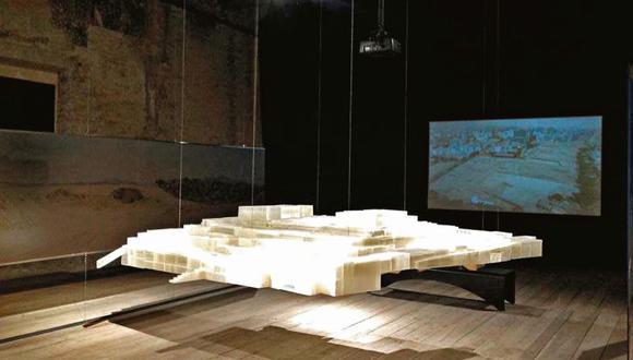 Las posibilidades de la impresión 3D a propósito del diseño de la maqueta que se exhibe en la Bienal de Venecia. [Foto: Javier Lizarzaburu]