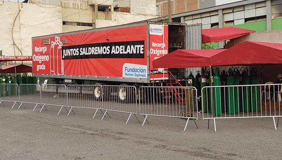 Planta Móvil de oxígeno recarga balones gratis en Lima norte. (Javier Ferrer/Facebook)