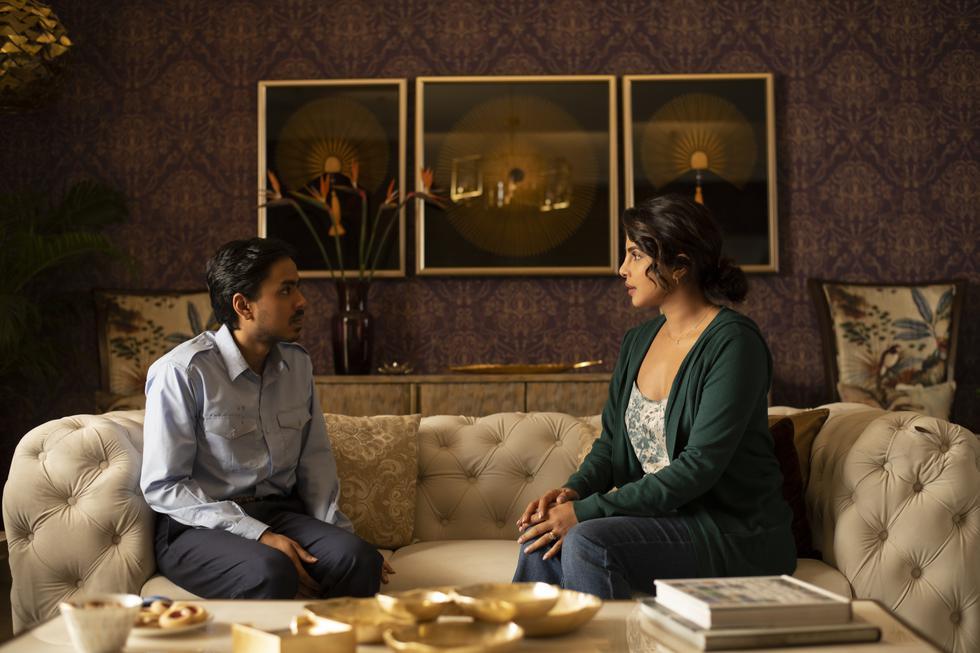 Balram Halwai (Adarsh Gourav) narra, derrochando humor negro, su odisea para pasar de ser un pobre campesino a emprendedor de éxito en la India actual. (Foto: Netflix)