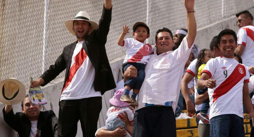 La hinchada peruana asistente al Atahualpa de Quito.  (Foto: agencias)