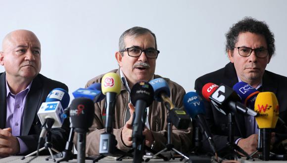 Rodrigo Londoño (al centro), ex líder de las Fuerzas Armadas Revolucionarias de Colombia. (Reuters).