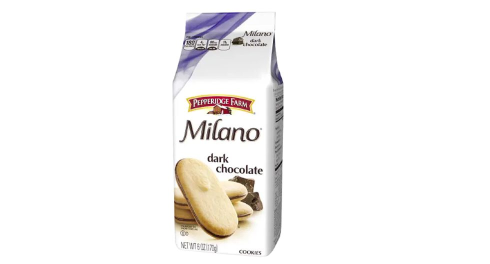 Un paquete de dos de chocolate negro Milanos, que cuesta US$4.89 por un juego de 10.