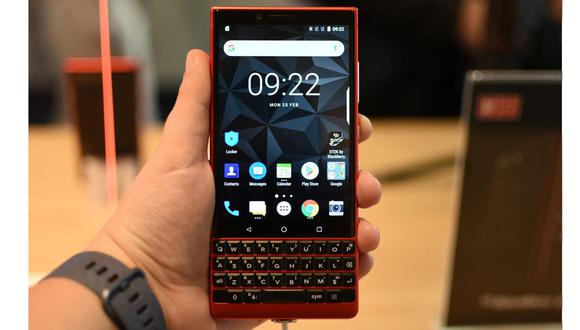 Un BlackBerry Key 2 de TCL, uno de los últimos modelos de la compañía en llegar al mercado en 2019. (Foto: Shutterstock)
