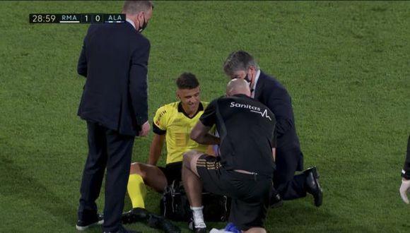 Árbitro Jesús Gil Manzano sufrió lesión y fue cambiado para el segundo tiempo. (Captura: DirecTV Sports)