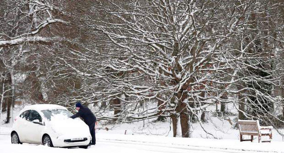 Se esperaba que las condiciones de nevadas y heladas el viernes causaran interrupciones en los viajes después de que las temperaturas durante la noche alcanzaran un nivel de hasta -15°C. (Foto: AFP)