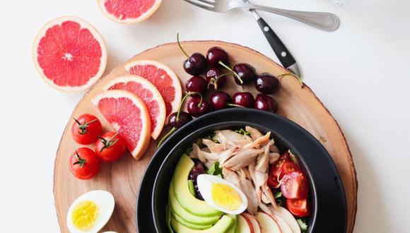 En tu dieta diaria no pueden faltar las frutas, verduras y proteínas. (Foto: Trang Doan / Pexels)