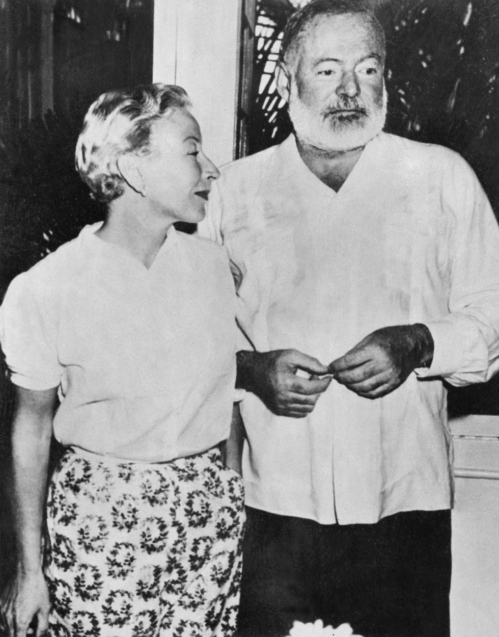Ernest Hemingway y su esposa Mary Welsh en la La Habana, Cuba. [Foto: AFP]