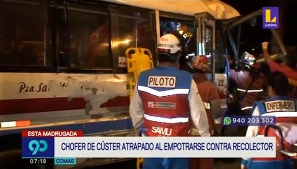 Hasta el lugar llegó personal de los bomberos, quienes tardaron aproximadamente 40 minutos para liberar al chofer que estaba atrapado. (Foto captura: Latina)