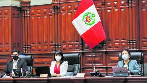 La Mesa Directiva que preside Mirtha Vásquez (Frente Amplio) está integrada además por Luis Roel (AP) y Matilde Fernández (SP). (Foto: Congreso)