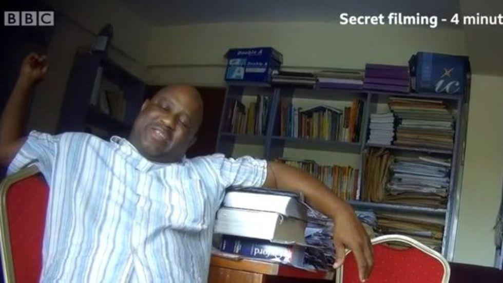 Igbeneghu le pidió a la reportera de la BBC que rezara con él y después le hizo preguntas íntimas.