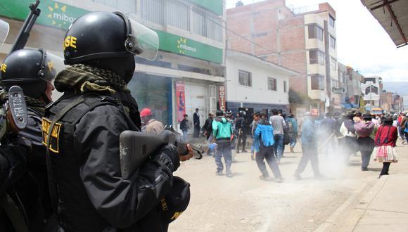 En Junín, se reportaron grescas en el distrito de El Tambo, cuando un grupo de manifestantes intentó cerrar a la fuerza una feria comercial en la zona. (Foto: Junior Meza)