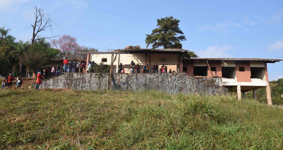 Vista de la mansión abandonada del difunto dictador paraguayo Alfredo Stroessner. (Foto: AFP)