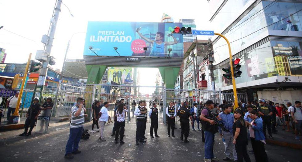 Serenos de la Municipalidad de La Victoria llegaron al emporio comercial de Gamarra con apoyo de la Policía. (Foto: Giancarlo Ávila)