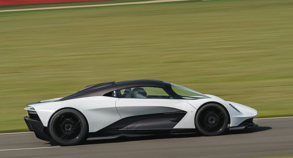 La consola central del Aston Martin Valhalla también ha sido creada en fibra de carbono.