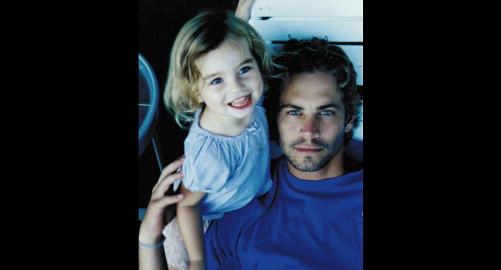 Aquí la vemos junto a su padre, cuando era una niña. (Foto: Instagram)