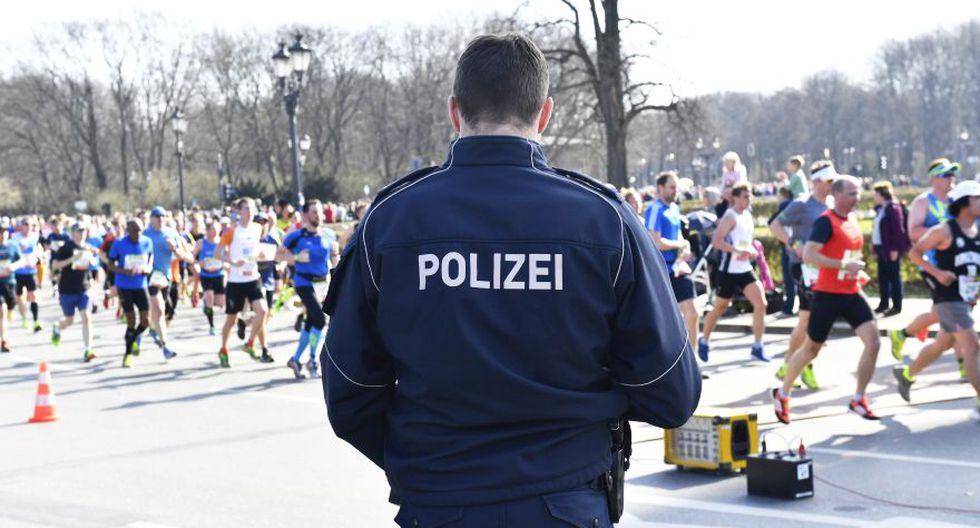 Alemania: Policía evita un ataque con cuchillo durante maratón de Berlín. (Foto: AP)