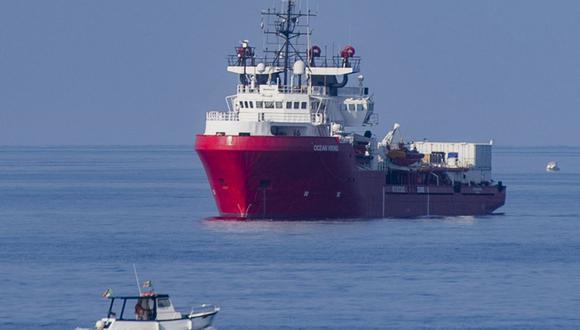 El barco de rescate Ocean Viking zarpa de la costa de la isla de Lampedusa en el mar Mediterráneo el 15 de septiembre de 2019. (Foto de Alessandro SERRANO / AFP).
