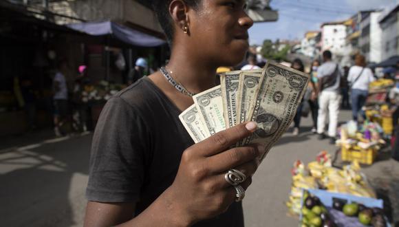 Sepa aquí a cuánto se cotiza el dólar en Venezuela este 15 de junio de 2021. (Foto: AP)