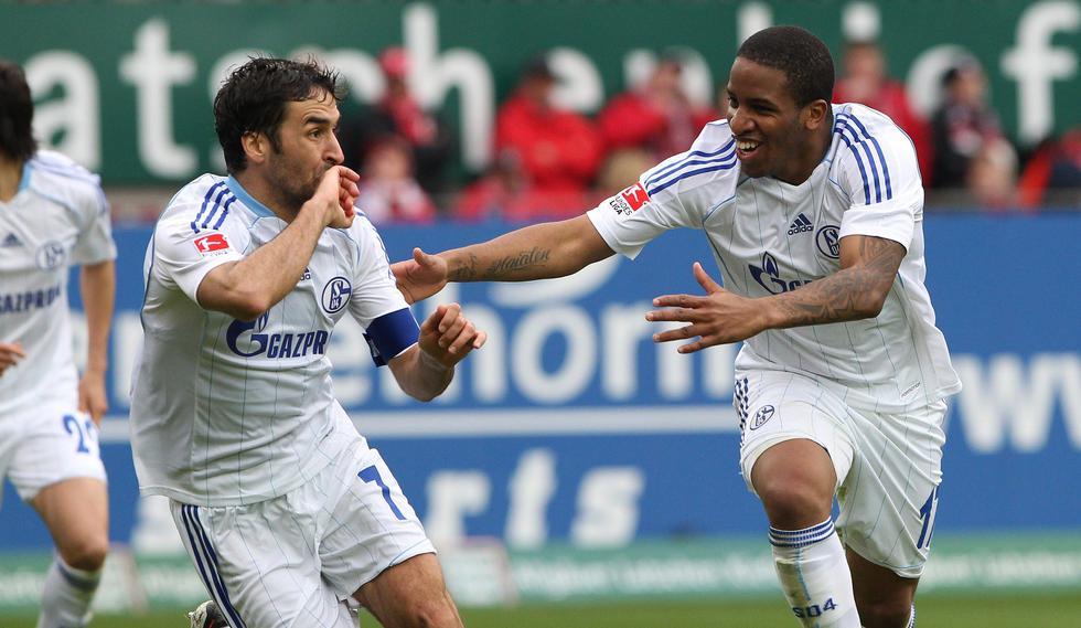 Raúl dejó el Real y fue al Schalke donde estaba Farfán. (Foto: Reuters)