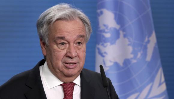 """""""Hemos estado pidiendo a los países desarrollados que compartan algunas de las vacunas que han comprado y en muchas situaciones han comprado más de lo que necesitan"""", declaró el secretario general de la ONU, Antonio Guterres. (Foto: Michael Sohn / AFP)."""