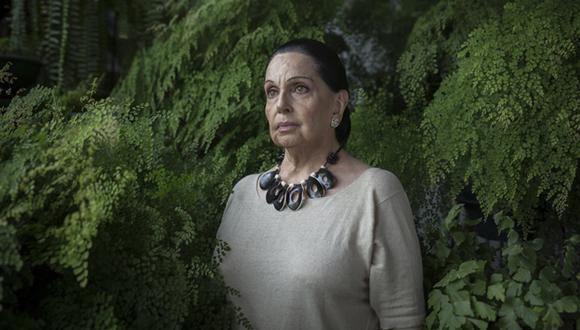 Alicia Maguiña, sobre los 80 años de edad, revisa su vida y obra. (Fotos: Anthony Niño de Guzmán).