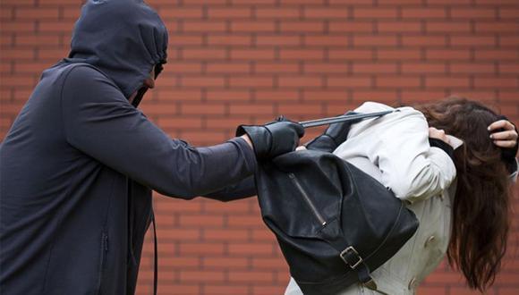 La mujer sufrió el robo de su cartera, pero se burló del 'botín' que consiguió el delicuente. | Foto: Pexels/Referencial