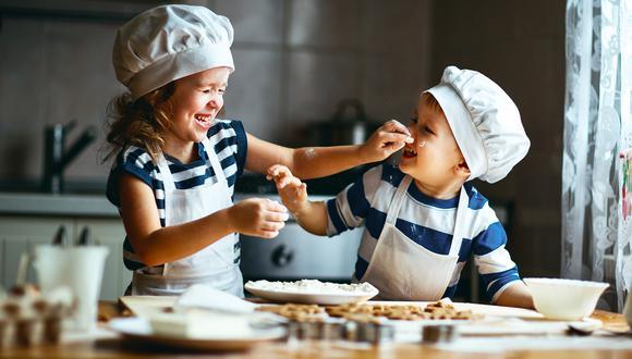 Sencillos y económicos. Descubre las imperdibles recetas de postres para hacer con los más pequeños del hogar durante esta cuarentena. (Foto: Shutterstock)