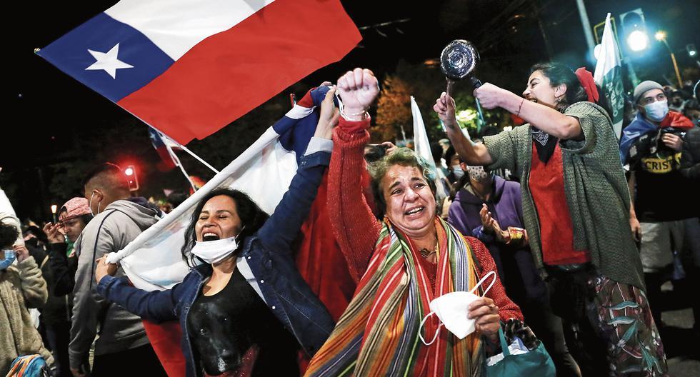 Tras una ola de descontento expresado con fuerza en las calles, el 79% de los chilenos aprobó cambiar la Constitución en un histórico plebiscito celebrado en octubre pasado. (Foto: Reuters / Rodrigo Garrido)