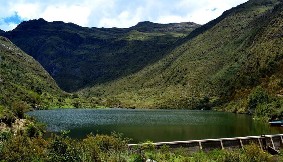 Laguna Patarcocha. De una profundidad máxima de 15 metros y se encuentra situada dentro del Parque Nacional Huascarán en Áncash, a una altitud de 3950 msnm. Unas de las principales características de esta laguna es su origen glacial y sus aguas dulces.