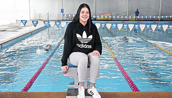 Samantha entrena en la escuela de natación que tiene su padre Jhonny Bello, el conocido ex nadador nacional (cuarto puesto en los Juegos Olímpicos de México 1968. (Foto: Eduardo Cavero - El Comercio)