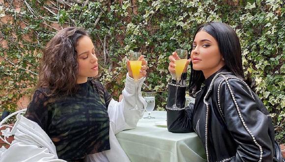 Kylie Jenner se prueba el mismo look que Rosalía y el resultado encantó a sus seguidores. (Foto: Instagram)