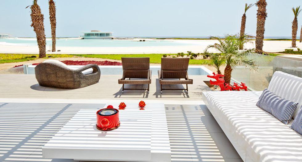 La mesa de centro diseñada por Briceño y Valerga luce una forma geométrica que le da un toque moderno a la casa. (Foto: Jaime Gianella. Styling María Lucía Ruzo)