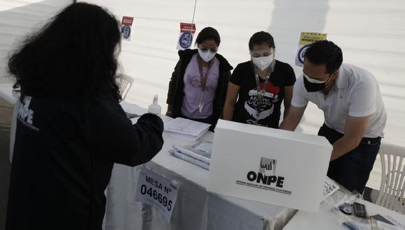 La ONPE también ha precisado que no está prohibido ingresar con celulares al local de votación. (César Campos/GEC)