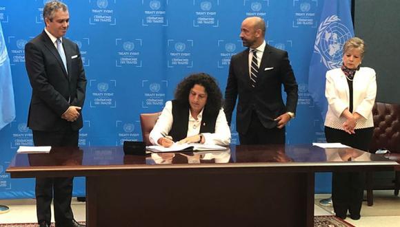 La ministra del Ambiente, Fabiola Muñoz, firmó en representación del Estado Peruano el Acuerdo de Escazú. (Foto: Twitter)