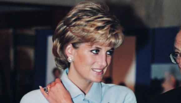 La princesa Diana de Gales de Gran Bretaña llega al Hotel Hilton de Londres para los premios de oro Help the Aged el 6 de noviembre de 1995. (Foto de Johnny EGGITT / AFP).