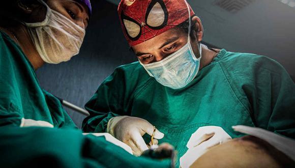 Cirujano Raúl Manzaneda espera volver al flujo prepandemia para este 2021 en su especialidad médica.