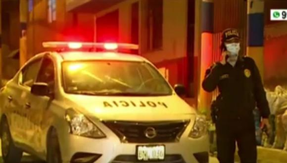 Un muerto y un herido de bala tras asalto en el AA.HH. Príncipe de Asturias, en Villa El Salvador. (Captura: América Noticias)