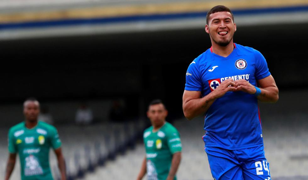 Cruz Azul derrotó 2-0 a León por la fecha 3 del Apertura de la Liga MX   Foto: EFE