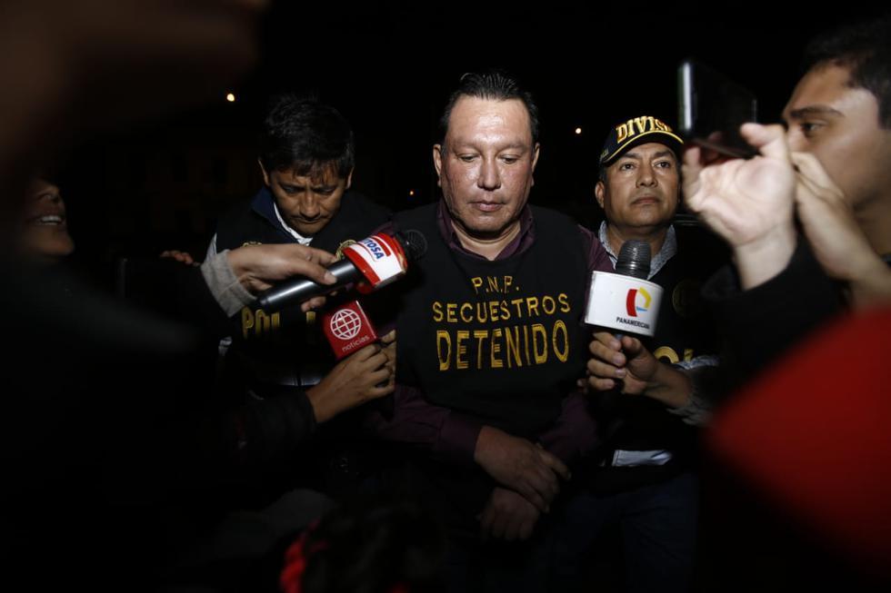 El ex gobernador regional del Callao Félix Moreno, que fue capturado por la policía cerca de la medianoche de ayer en Cieneguilla, fue trasladado a la sede de la Dirincri, ubicada en el Cercado de Lima. (Renzo Salazar /GEC)