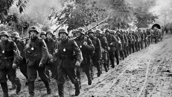 """TO GO WITH AFP STORIES WWII-HISTORY-ANNIVERSARY-MILITARY (FILES) Picture dated on September 1939 shows German troops entering Poland after a """"blitzkrieg"""" (lightening war ) which swept into Poland on September 1, 1939. Seventy years ago, at 4:45 am on September 1, a Nazi German battleship on a goodwill visit opened fire on a Polish fort on the Baltic Sea. The thunder of the Schleswig-Holstein's guns in Danzig was the trigger for six years of global warfare whose controversies rage to this day. AFP PHOTO"""