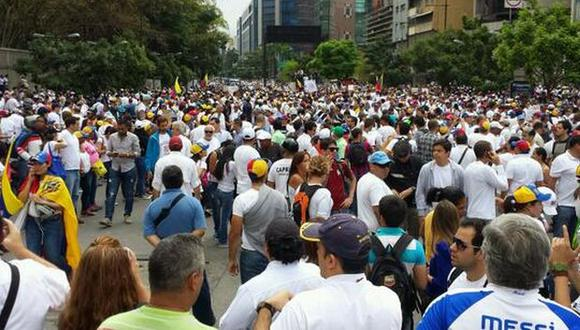 Presión hace que Maduro ceda y permita concentración opositora