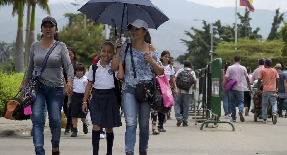 Basta con mirar el paso fronterizo al caer la tarde para constatar que el número de personas que salen de Cúcuta para regresar a sus casas es mucho mayor que el de las que llegan de San Antonio del Táchira. (Foto: AFP)