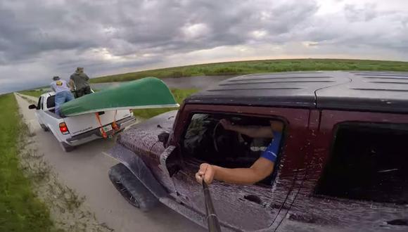 YouTube: Palo de selfie causa accidente al volante