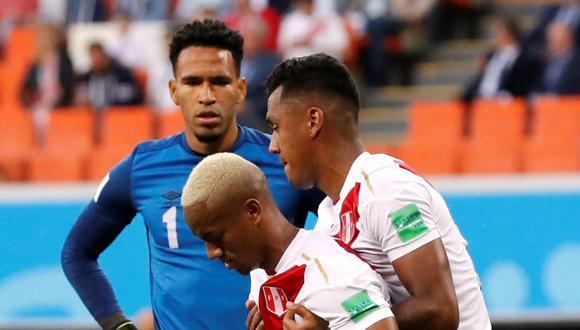 Perú enfrentó a Dinamarca en su retorno a una Copa del Mundo. Una de las jugadas puntuales de la Blanquirroja en Rusia 2018 llegó por una asociación entre Christian Cueva y André Carrillo. (Foto: AFP)