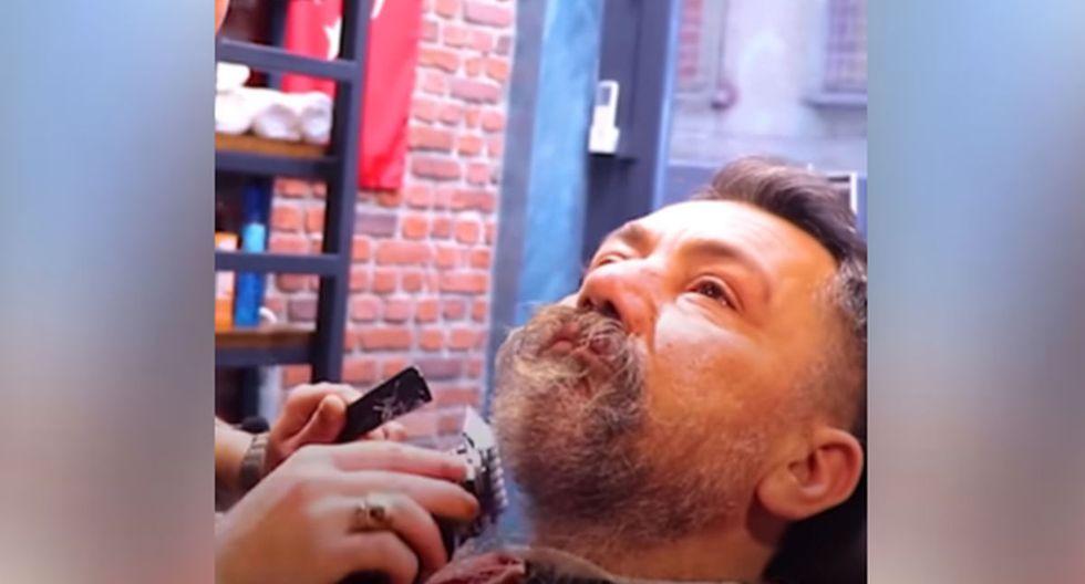 El gesto que un barbero tuvo con un indigente fue publicado en redes sociales, conmoviendo a miles de internautas. (Facebook: @LADbible)