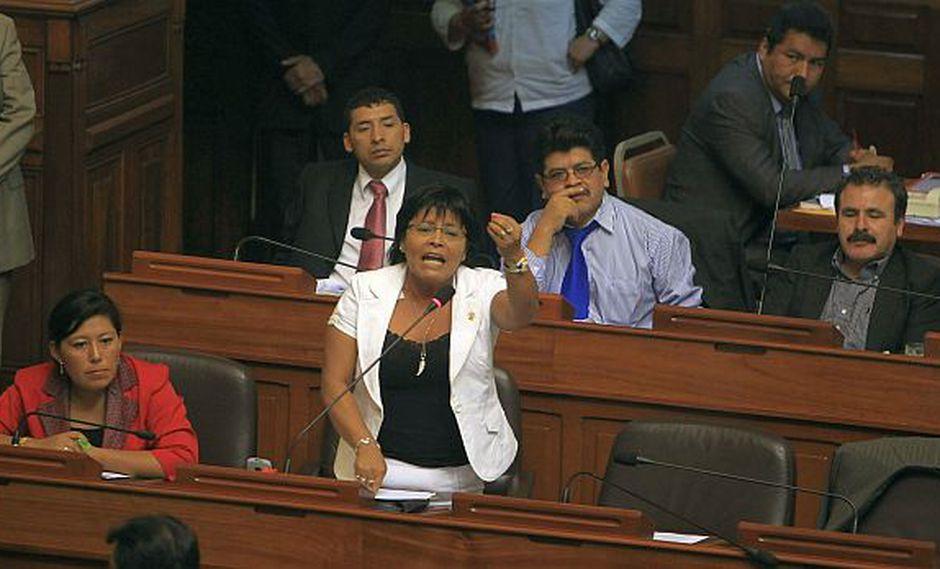 Al menos cinco congresistas renuncian a bancada de Gana Perú